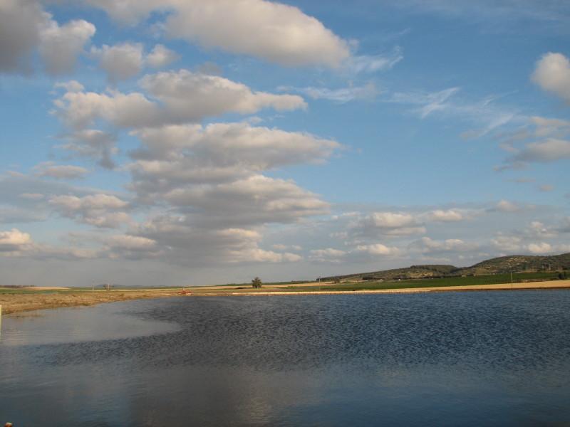 נוף מאגר מים